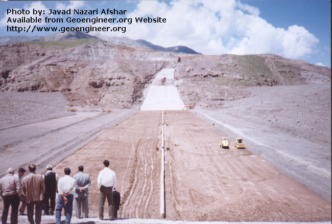 Title: Right to left view of Dam<br>Title: Right to left view of Dam Donated by: Javad Nazari Afshar Date: 2003