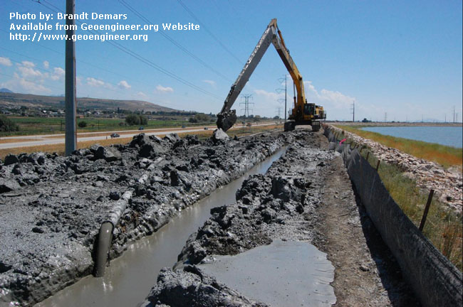 Title:CB slurry enters the trench in the foreground<br>Title: D-526-418-5131 a?? CB slurry enters the trench in the foreground while the PC1250 excavates the CB wall near Station 731+00.  Donated by: Jeffrey A. Farrar Date: July 22, 2008
