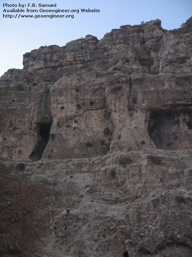 Title: cave, karst shelter and in the bottom portion fault breccias<br>Title: cave, karst shelter and in the bottom portion fault breccias.