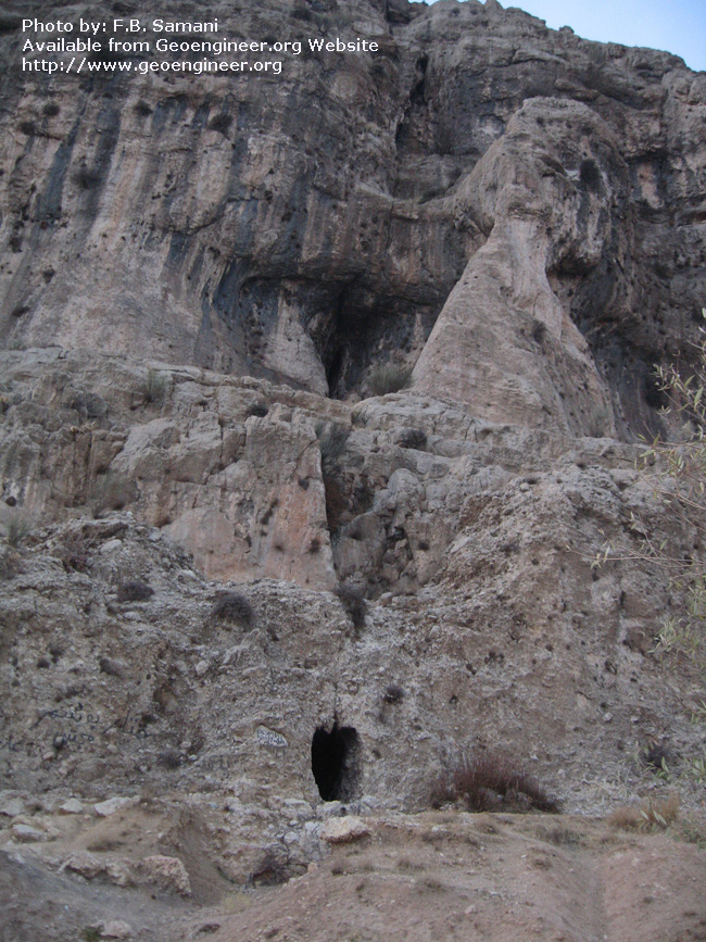 Title: cave and karst shelter in the footwall of the Dasht a??e- Arjan fault<br>Title: cave and karst shelter in the footwall of the Dasht a??e- Arjan fault.