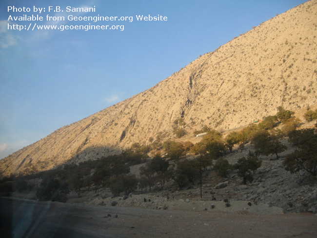 Title: southern flank of a plunging<br>Title: southern flank of a plunging anticline of Cretaceous limestone of Tang a??e- Bolhayat.