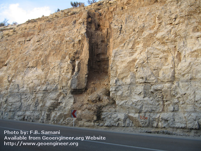 Title: Karst shaft<br>Title: Karst shaft in the Cretaceous limestone of Tang-e-Bolhayat area.
