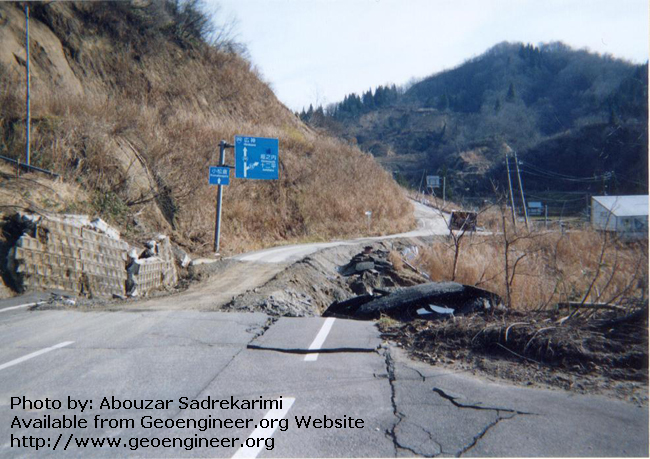 Ttitle: Landslide(6)-Niigata earthquake 2004<br>Title: Landslide as a result of the 2004 Mid-Niigata Prefecture earthquake (Mw = 6.9), Niigata, Japan. 
