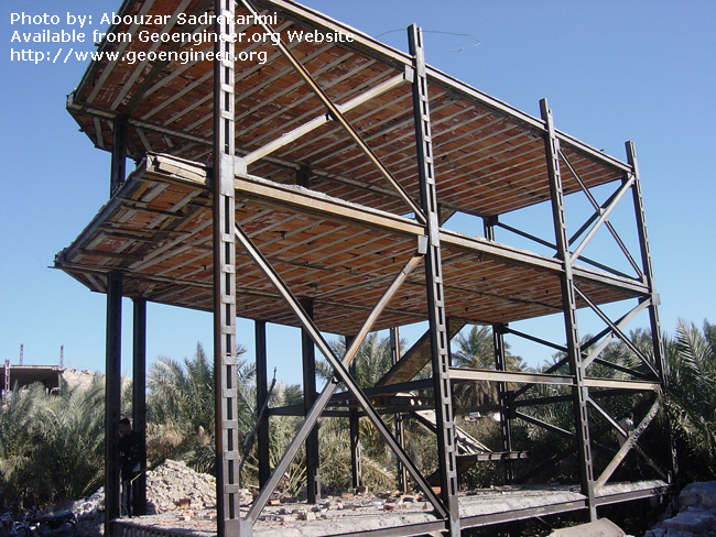 Title: Reinforced steel structure<br>Title: Reinforced steel structure with lateral bracing but some welding deficiencies in the city of Bam, Iran.