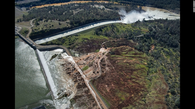 California is blowing up Oroville Dam's spillway in order to replace it