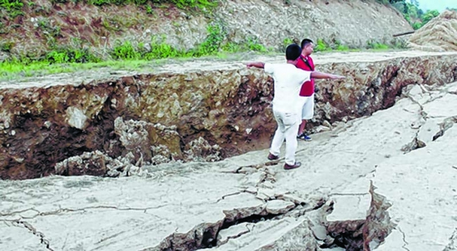 Large earth crack opens in Manipur, India