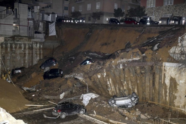 Cars swallowed up after road collapses in Rome (video)