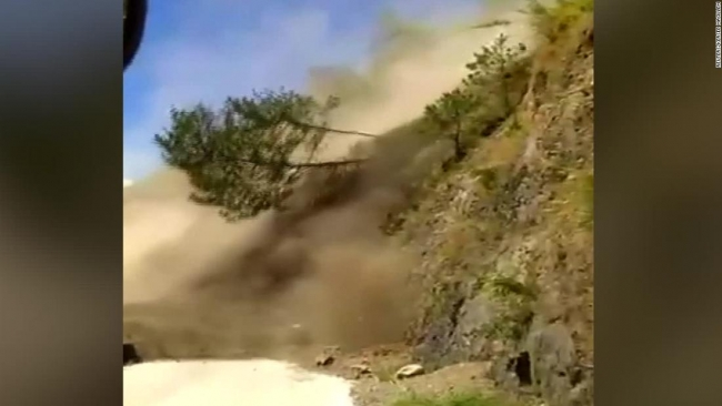 Bus avoids landslide in Philippines